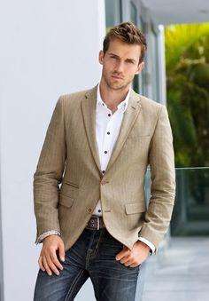 Look de moda: blazer marrón claro, camisa de manga larga blanca, vaqueros e Style Casual, Casual Looks, Men Casual, Casual Hair, Casual Attire, Dress Casual, Style Costume Homme, Tan Blazer, Blazer Jeans