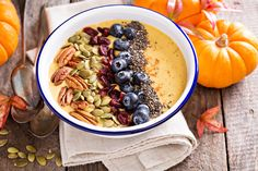 You haven't had a smoothie bowl quite like this before! This pumpkin smoothie bowl recipe just screams fall with its toppings of pecans, chia seeds, and dried cranberries. This dish is perfect for breakfast, dessert, or a light dinner. Smoothie Fruit, Pumpkin Pie Smoothie, Smoothie Bowl, Healthy Smoothies, Smoothie Recipes, Pumpkin Puree, Pumpkin Spice, Smoothie Drinks, Medium Recipe