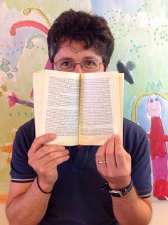 """""""Dietro lo schermo"""" #reading #librarian"""