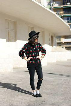 H&M Hat, Zero Uv Sunglasses, Pepa Loves Jumper, Zara Trousers, El Corte Inglés Loafers