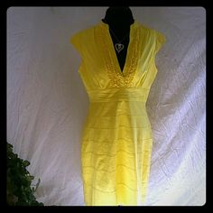 Summer Dress Beautiful Summer Dress. Very comfy. Zippered up side. No flaws. A must have. J Howard Dresses Midi