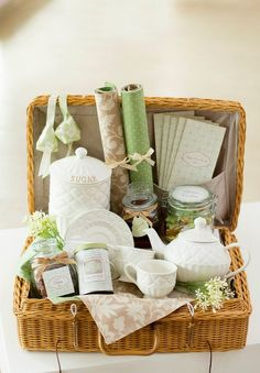Wedding Gift Ideas English : 1000+ images about Gift Baskets on Pinterest Hostess Gifts, Gift ...