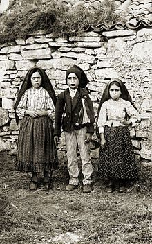 "<3 Lúcia dos Santos (left) with her cousins Jacinta and Francisco Marto, at Fátima, Portugal, 1917. <3  My Lily's middle name ""Lucinta"" we created out of combining Lucia & Jacinta's names.   <3"