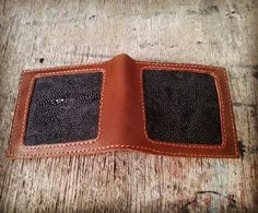 Handmade of Stingray leather wallet  Www.jualtaskulit. com +6285642717764  #fashion #exotic #unik #elegan #wallet #leathercraft #leatherwallet #kulitpari #pekalongan #indonesia #cintaproduklokal #kamiindonesia🇮🇩 #lovehard #viral #wow