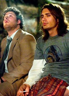 Dale (Seth Rogen) and Saul (James Franco) from Pineapple Express.one of my favorite movies ever. It's horrible, it's juvenile, it's just one step behind Super Bad as my most favorite teenage boy mood movie. James Franco Pineapple Express, Pineapple Express Movie, Dr. Martens, Charlie Chaplin, Movies Showing, Movies And Tv Shows, Freaks And Geeks, Smoking Weed, Good Movies