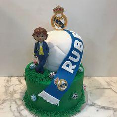 Tarta buttercream Real Madrid. Tarta Real Madrid, Birthday Cake, Cupcakes, Children, Desserts, Food, Nappy Cake, Fondant Cakes, Candy Stations