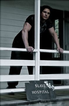 Ghost Adventures: Zak at the slave hospital while investigating Magnolia Plantation. God Bless...Look at those arms