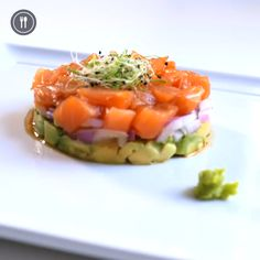 tartar-de-salmon-y-aguacate/ - The world's most private search engine Seafood Appetizers, Seafood Recipes, Cooking Recipes, Healthy Recipes, Tuna Tartare Recipe, Ceviche Recipe, Salmon Y Aguacate, Salmon Tartare, Meal Plan Grocery List
