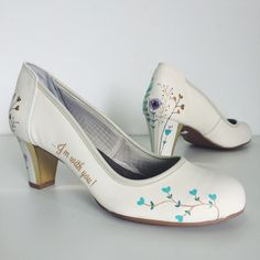 Wedding shoes ♥ Bride shoes ♥ Sapato de noiva ♥ #lapupa #bride #weddingshoes #shoes #handmade #handpainted #bride #vestidodenoiva #art #artshoes #brideshoes #weddingshoes #noiva #sapatodenoiva #wedding #inspiration #design #designshoes #bridal #bridalshoes #casamento #sapatos #sapato www.lapupa.com.br