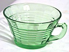 These are green Depression glass cups in the Circle pattern made by Hocking. They are in good condition with no chips or cracks.