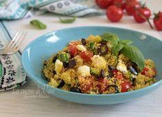 COUS COUS CON VERDURE E FETA riceta primo piatto di cous cpus semplice e veloce da fare, con verdure di stagione, olive e feta a pezzetti, piatto estivo