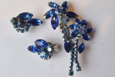 Vintage JULIANA D&E BLUE FLORAL RHINESTONE AB BROOCH MATCHING EARRINGS SET