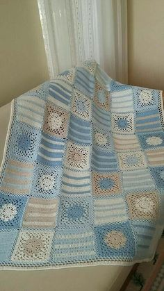 Granny Square With Interesting Color Baby Afghan Crochet Patterns, Crochet Quilt, Granny Square Crochet Pattern, Crochet Squares, Crochet Granny, Baby Blanket Crochet, Plaid Au Crochet, Manta Crochet, Blankets