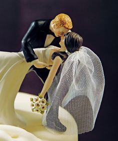 Wedding Cake Topper too freakin adorable! @Erik Rannala Bame !!!! Now I can't decide between this and the tardis! Hahaha
