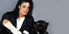 MTV VJs were required to call him The King of Pop at least twice a week and had to note when they did it, in case Jackson requested clips. Some hosts had to re-tape entire shows to work in the new nickname. Michael Jackson Dangerous, Michael Jackson Wallpaper, Paris Jackson, Janet Jackson, Jackson Song, Jackson Bad, James Dean, Beyonce, Michael Jackson's Songs