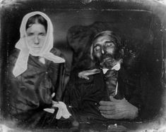 All the rage in the post-mortem photos allowed families to get one last photo of their dearly departed. This portrait shows Desiderio Ibarra (who is deceased in this photo) with Valeriana Lorenza de Ibarra, c. Victorian Photos, Victorian Era, Memento Mori, Vintage Photographs, Vintage Photos, Post Mortem Photography, Daguerreotype, Dark Beauty, Present Day