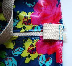 How to Make a Ruffle Duffle Bag Mug Rug Patterns, Easy Sewing Patterns, Bag Patterns To Sew, Tote Bags, Diy Tote Bag, Sewing Projects For Beginners, Sewing Tutorials, Ruffles Bag, Ruffle Skirt