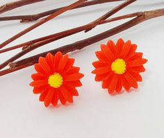 Hey, I found this really awesome Etsy listing at https://www.etsy.com/uk/listing/476141956/sale-red-daisy-earringsred-retro-daisy