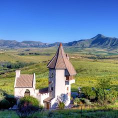 A royal escape to the wonderful Clarens . Cape, It Cast, Mountains, House Styles, Travel, Mantle, Cabo, Viajes, Cloak