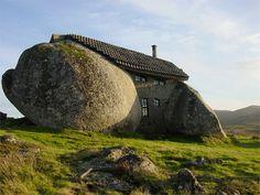 Maison de pierre au Portugal