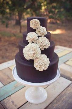 Pièce montée 2017 Un délicieux gâteau de fondant au chocolat avec de belles fleurs! {Sweet & Saucy Shop