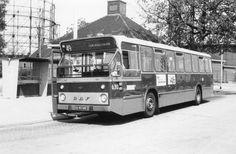 Oude DAF-bus aan de Persoonshaven Rotterdam