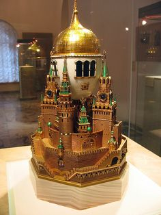 Moscow Kremlin Egg (or Uspenski Cathedral Egg), 1906. Presented by Nicholas II to Czarina Alexandra Fyodorovna. Onyx, four colors gold, silver, glass. Kept in Kremlin Armoury Museum, Moscow.