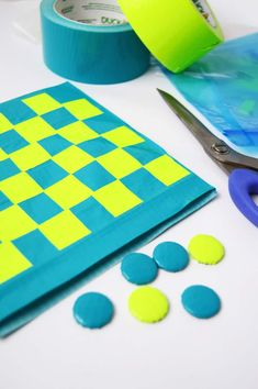 This travel DIY checkers game is so easy to make with Duck Tape! You probably already have the supplies in your home. Kids will love it - so fun. Care Skin Condition and Treatment Oil Makeup Easy Crafts For Kids, Toddler Crafts, Make Your Own Game, Duct Tape Crafts, Rainy Day Crafts, Christmas Gift Guide, Christmas Child, Diy Games, Duck Tape