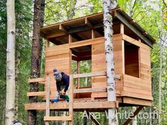 Modern Playhouse - Spruc*d Market Greenhouse Panels, Cheap Greenhouse, Modern Playhouse, Cedar Fence Pickets, Simple Tree House, Tree House Plans, Tree House Designs, Porch Designs, Floor Framing