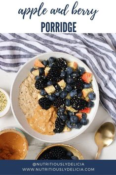 Super simple and comforting breakfast with lots of spice and seasonal ingredients. Vegan Baked Oatmeal, Vegan Oatmeal Cookies, Vegan Overnight Oats, Baked Oatmeal Recipes, What's For Breakfast, Quick And Easy Breakfast, Oat Flour Recipes, Vegan Recipes, Brunch Recipes