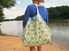 Make a beach towel into a summer bag - DIY Huge Upcycled Towel Tote