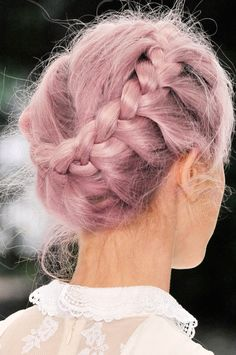The newest trend is all about embracing frizzy hairstyles, instead of fighting them. We reached out to top celebrity hairstylists to find out how to recreate these hairstyles for frizzy hair. Pretty Hairstyles, Girl Hairstyles, Braided Hairstyles, Wedding Hairstyles, Braided Updo, Braided Crown, Crown Braids, Milkmaid Braid, Amazing Hairstyles