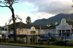 George Lodge International offers Lodge & Self-Catering accommodation in George in the Western Cape province of South Africa. http://restinations.co.za/george-lodge-international/