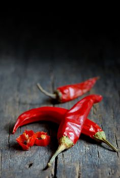 Red hot chili peppers over wooden background Food Photography Lighting, Food Photography Tips, Red Photography, Red Vegetables, Vegetables Photography, Red Chili Peppers, Hottest Chili Pepper, Fruit And Veg, Stuffed Hot Peppers