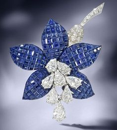 A sapphire and diamond 'Fuschia' brooch, by Van Cleef & Arpels, 1987 The mystery-set calibré-cut sapphire petals, issuing an articulated cascade of pear-shaped diamond stamen, to a pavé-set brilliant-cut diamond trumpet and graduated calibré-cut. Van Cleef Arpels, Van Cleef And Arpels Jewelry, Diamond Brooch, Sapphire Diamond, Diamond Jewelry, Diamond Dress, Blue Sapphire, Antique Jewelry, Bracelets