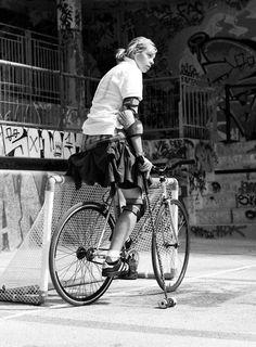 Bike and Run Adventure Racing on a Budget Urban Cycling, Cycling Art, Urban Bike, Cycle Chic, Bike Messenger, Cycling Girls, Fixed Gear Bike, Bicycle Girl, Bike Style