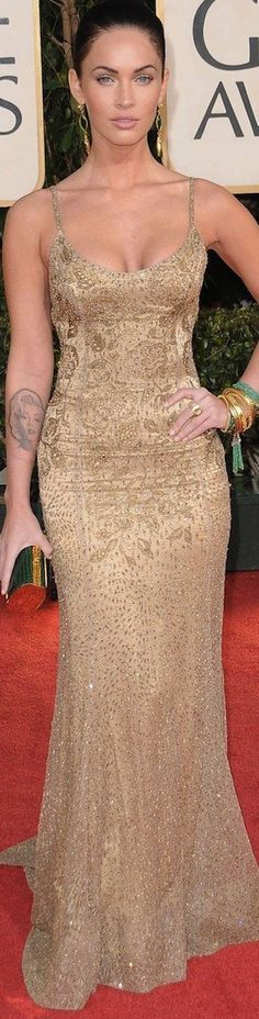 Megan Fox in a gorgeous Ralph Lauren gold dress on the red carpet for the 2009 Golden Globes
