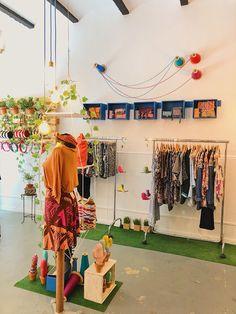Bulbo: Sant Joaquim, 28. Gràcia, Barcelona. Barcelona, Wardrobe Rack, Furniture, Home Decor, Sewing Lessons, Tents, Thanks, Decoration Home, Room Decor