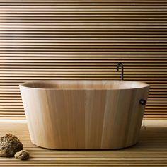 Vasca Ofurò di Rapsel   Design: Thun M. - Rodriguez A.   Anno: 2010   Materiali: Larice