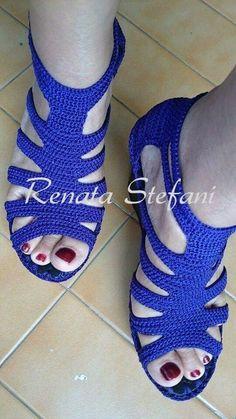 New crochet socks pattern flip flops Ideas Crochet Sandals, Crochet Boots, Crochet Slippers, Knit Crochet, Knit Shoes, Sock Shoes, Crochet Flip Flops, Crochet Slipper Pattern, Crochet Squares