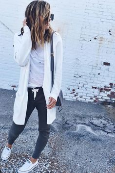 New How To Wear Joggers Outfits Sweatpants Chic Ideas Winter Outfits, Casual Outfits, Fashion Outfits, Fashion Styles, Simple Outfits, Jogger Pants Outfit, Women Joggers Outfit, Adidas Joggers Outfit, Tumblr Outfits