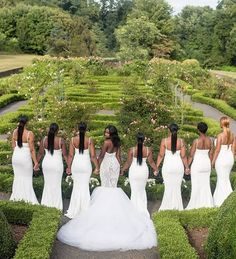 Stylish & modern wedding party inspiration || Photography: @jeanralphthurin || Gown: @bypetronella || Bridesmaids: @whiterunway