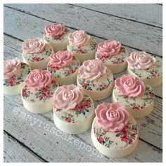 Shabby Chic Oreos This would also be a lovely decoration on petit fours Oreo Treats, Oreo Cookies, Cupcake Cookies, Chocolate Covered Treats, Chocolate Dipped Oreos, Chocolate Strawberries, Covered Strawberries, Shabby Chic Cakes, Oreo Pops