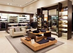Marciano est une boutique multi-marques de luxe  Marciano is a luxury store with different brands