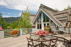 Private Cluster Home on the Pond ~ This cluster home sits on a private lot surrounded by a pond. Great room floor plan, en suite master & sitting room, three guest bedrooms & a den, 700 plus square feet of decking for Teton sunsets & attached two car garage. Teton Pines Country Club neighborhood. $2,050,000. West bank of the Snake River.  Jackson Hole, Wyoming.  (13-1361) http://spackmansinjacksonhole.com