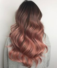 The Rose Gold Hair Color Had Been Up-And-Comming For The Spring 2019 Hair Season, However This Season Features A Rose Gold Balayage. Balayage Is. Ombre Hair Color, Hair Color Balayage, Rose Gold Balayage Brunettes, Rose Gold Bayalage, Rose Hair Color, Balayage Ombre, Balayage Hairstyle, Haircolor, Subtle Hair Color