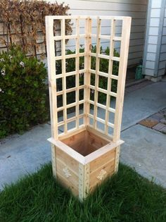 Garden Planter / Box for your Herbs and Vegetable Garden with Trellis by leila.D.leon