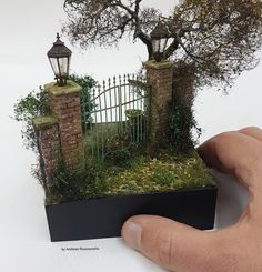 By Andreas Rousounelis. diorama vignette Miniature_house miniatures handmade artwork art old abandoned Vitrine Miniature, Miniature Rooms, Miniature Crafts, Miniature Houses, Miniature Furniture, Miniature Gardens, Fairy Garden Houses, Mini Things, Miniture Things