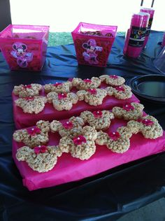 Minnie Mouse Party Krispie Treats (in case they need extra sugar. Minnie Mouse Decorations, Minnie Mouse Theme Party, Minnie Mouse Baby Shower, Minnie Mouse Pink, Mickey Party, Baby Girl 1st Birthday, Mickey Mouse Birthday, 3rd Birthday Parties, Birthday Ideas