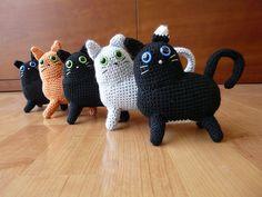Ravelry: 2 Cat pattern by Kazuko Sakaguchi
